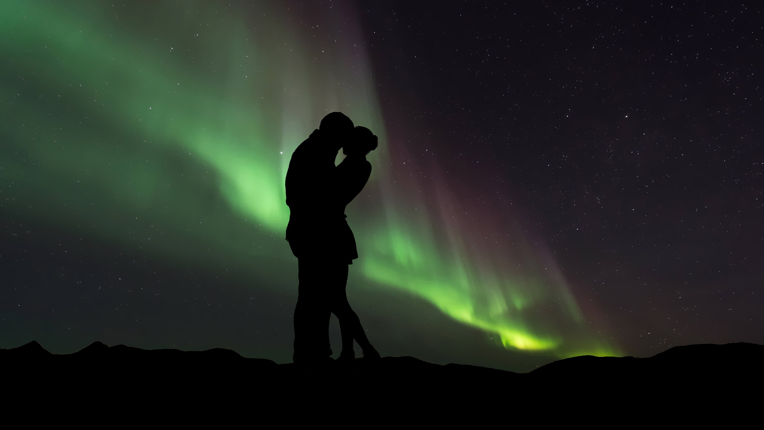 Boy And Girl Kissing Hd Wallpapers Couple Silhouette Northern Lights 5k Wallpapers Hd