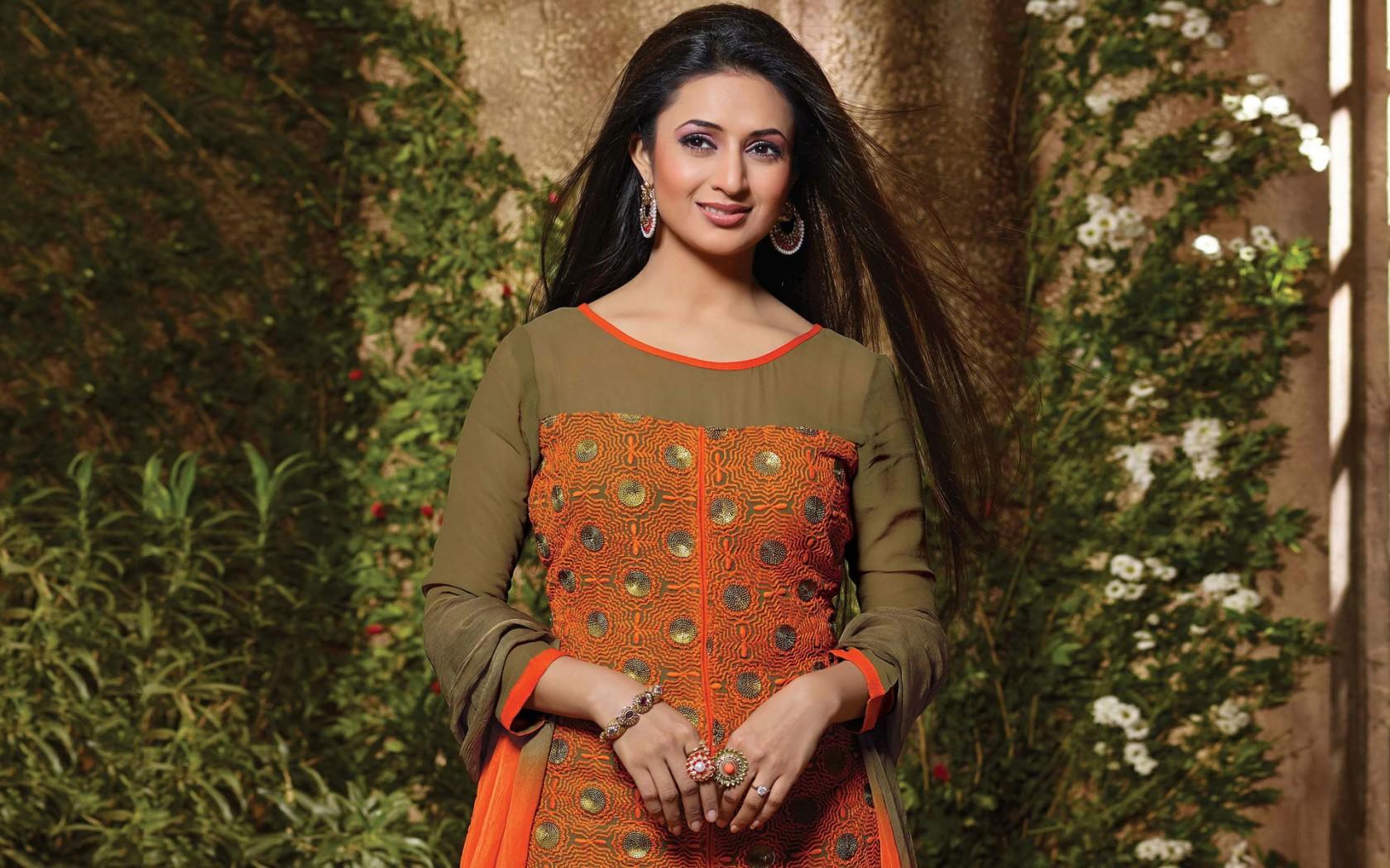 Cute Indian Actress Hd Wallpapers Divyanka Tripathi Wallpapers Hd Wallpapers Id 17138