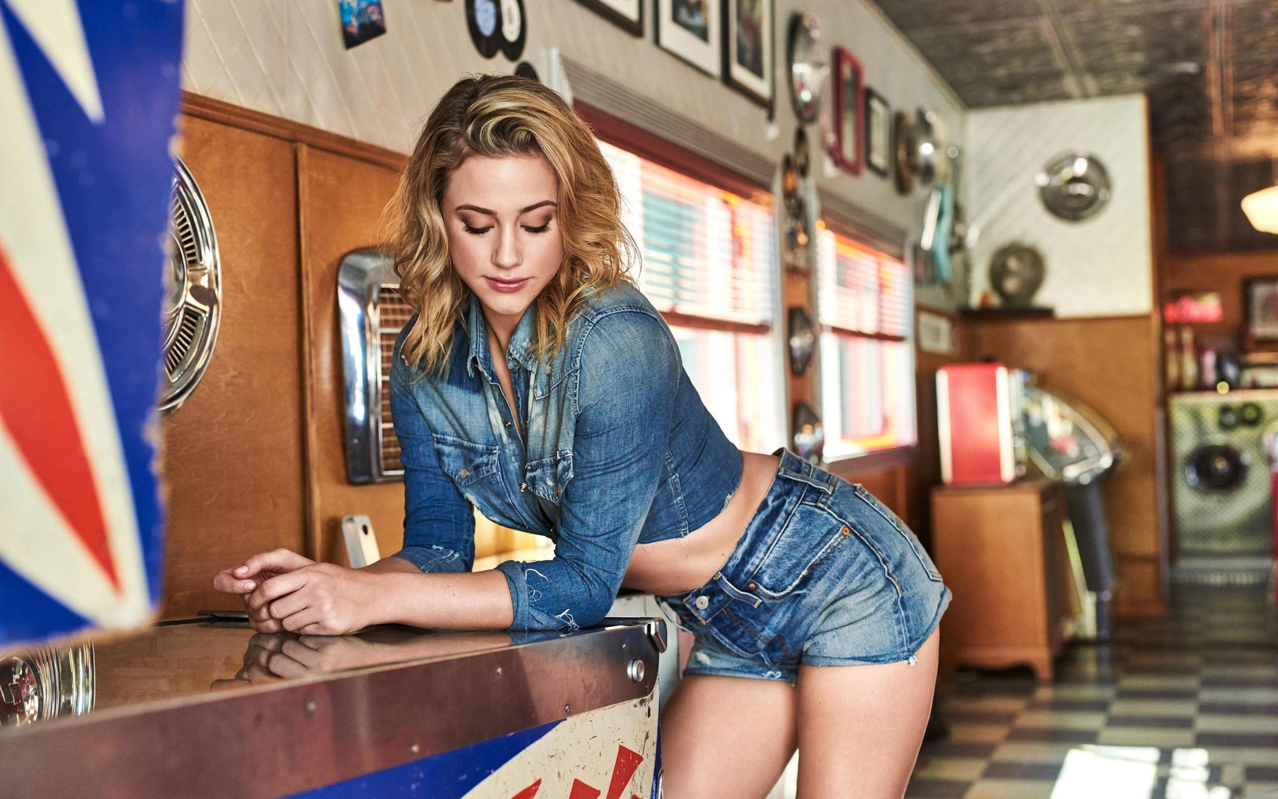 Ellie Goulding Wallpaper Iphone Lili Reinhart Hot 2018 4k Wallpapers Hd Wallpapers Id
