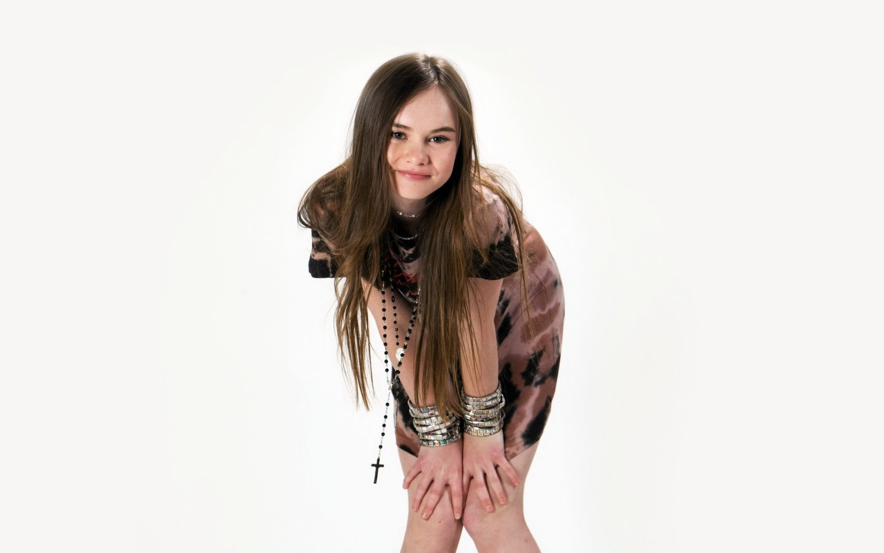 3d Fantasy Girl Wallpapers Madeline Carroll Wallpapers Hd Wallpapers Id 10628