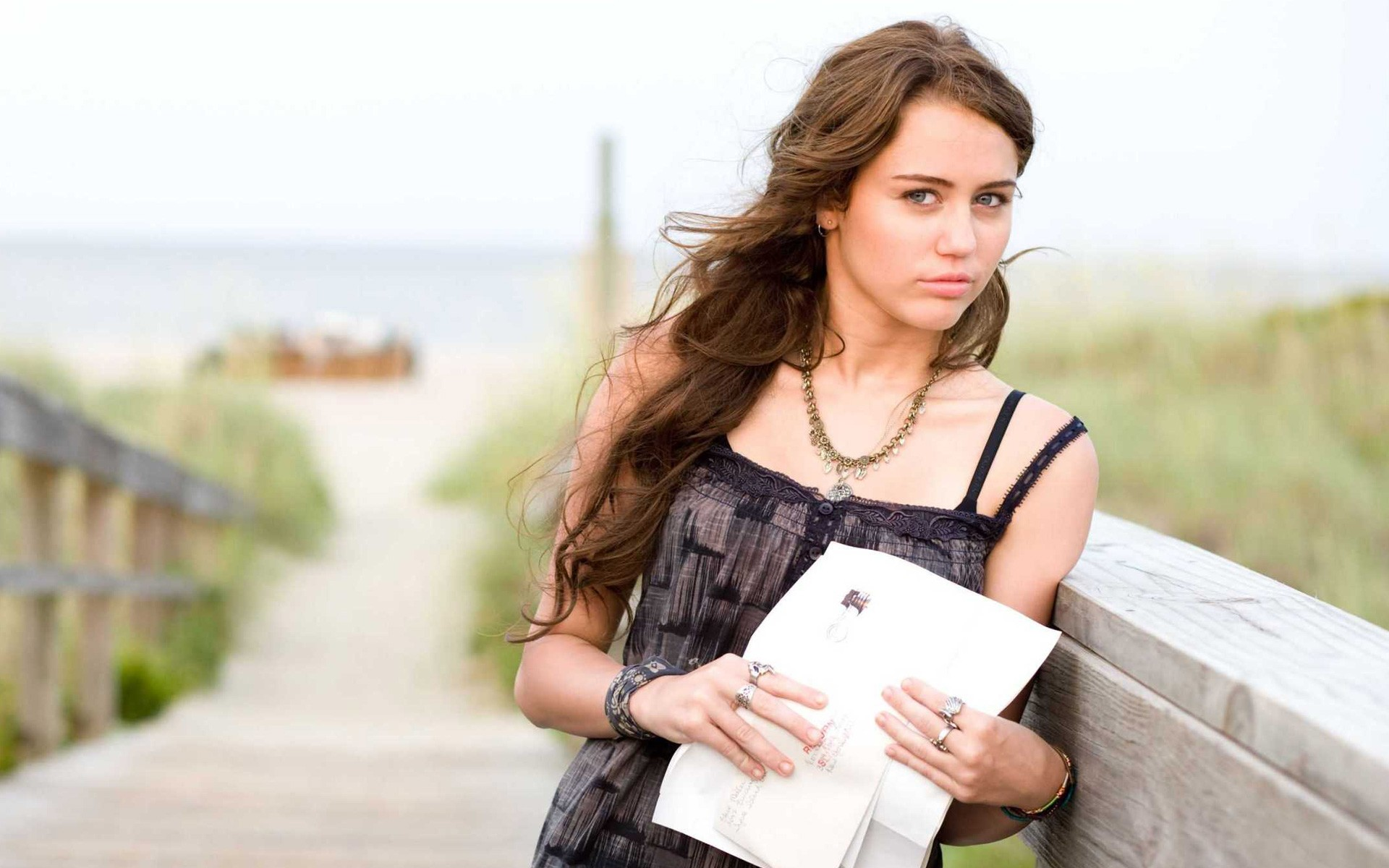 Wallpaper For Iphone X Live Miley Cyrus In The Last Song Movie Wallpapers Hd