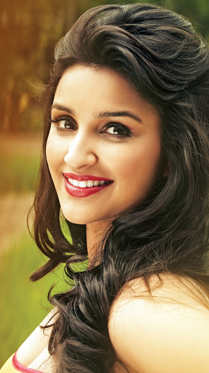 Girl 3 Monitor Wallpaper Parineeti Chopra 2016 Bollywood Wallpapers Hd Wallpapers