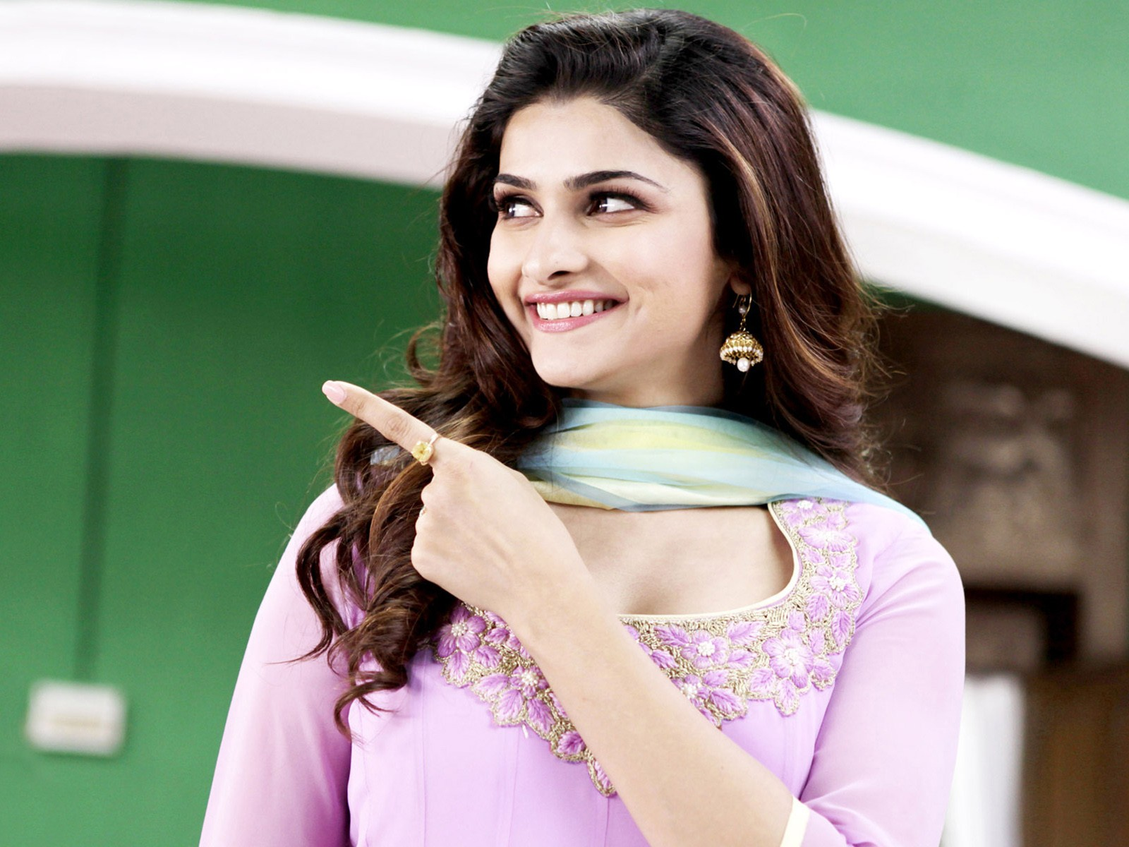Cute Animals Desktop Wallpapers Prachi Desai In Policegiri Wallpapers Hd Wallpapers Id