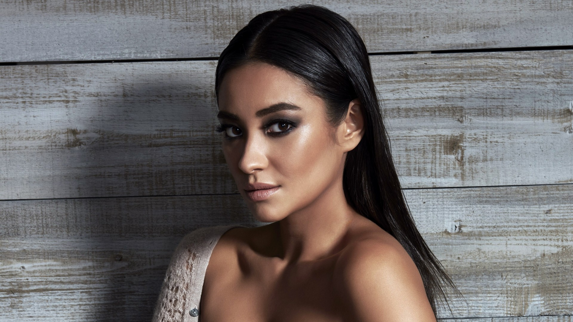 Anime Girl Wallpapers Shay Mitchell Canadian Actress Wallpapers Hd Wallpapers