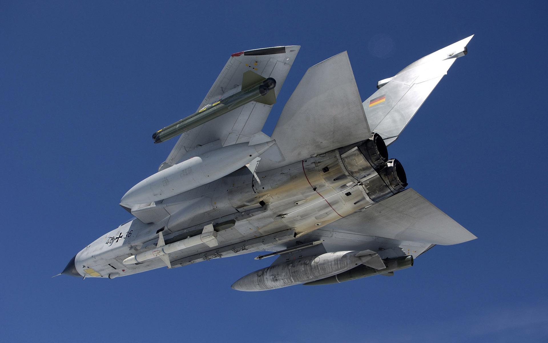 Plane Iphone Wallpaper Tornado Ids Wallpapers Hd Wallpapers Id 5911