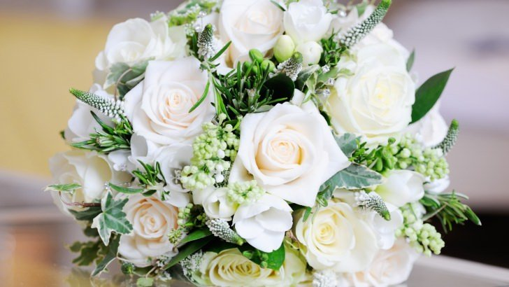 Iphone 4s White Wallpaper Beautiful White Roses Bouquet Wallpaper Flowers Hd