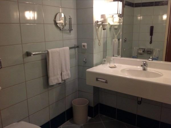 Sheraton Frankfurt Airport bathroom review