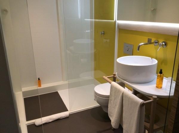 Qbic London hotel review - bathroom