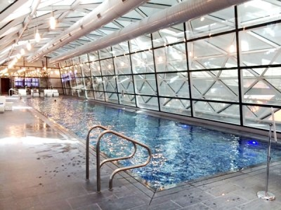 Hamad Airport Hotel swimming pool