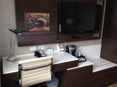 holiday inn brooklyn downtown room desk coffee machine