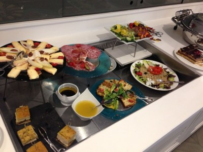 hilton-paris-opera-executive-lounge-evening-snacks-review