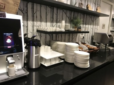 element-by-westin-amsterdam-eview-restaurant-breakfast-coffee