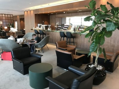 cathay-pacific-business-class-lounge-heathrow-terminal-3-bar