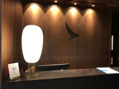 cathay-pacific-first-class-business-lounge-heathrow-terminal-3-reception