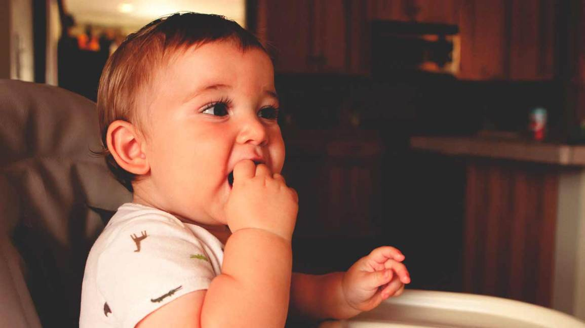 Baby-Led Weaning: The Right Approach to Starting Solids?