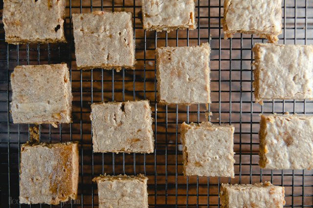 Brown Butter Banana Blondies #Recipe from @HealthyDelish