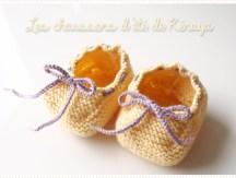 <span>Tricot layette</span> Les chaussons couleur soleil de Kénaya