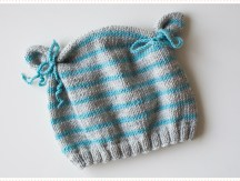 <span>Tricot layette</span> Le bonnet ourson, version turquoise