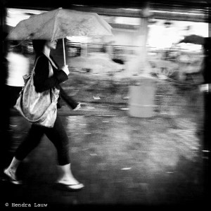 Mobile Street Photography in Singapore – Raining in Bugis