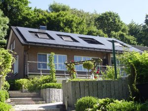 henke-dachdecker-bielefeld-dacheindeckung-biberziegel-solar-deg