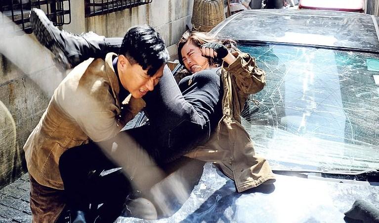 helios_nick_cheung_janice_man_fight_seq_