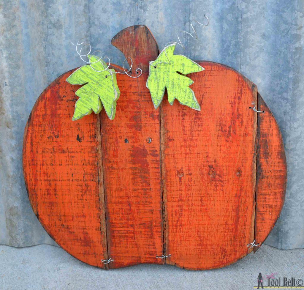 Rustic pallet pumpkin overview