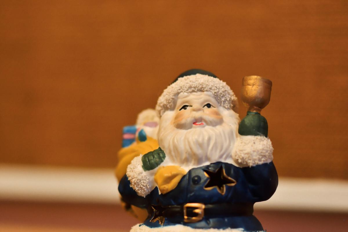Eine Weihnachtsmannfigur