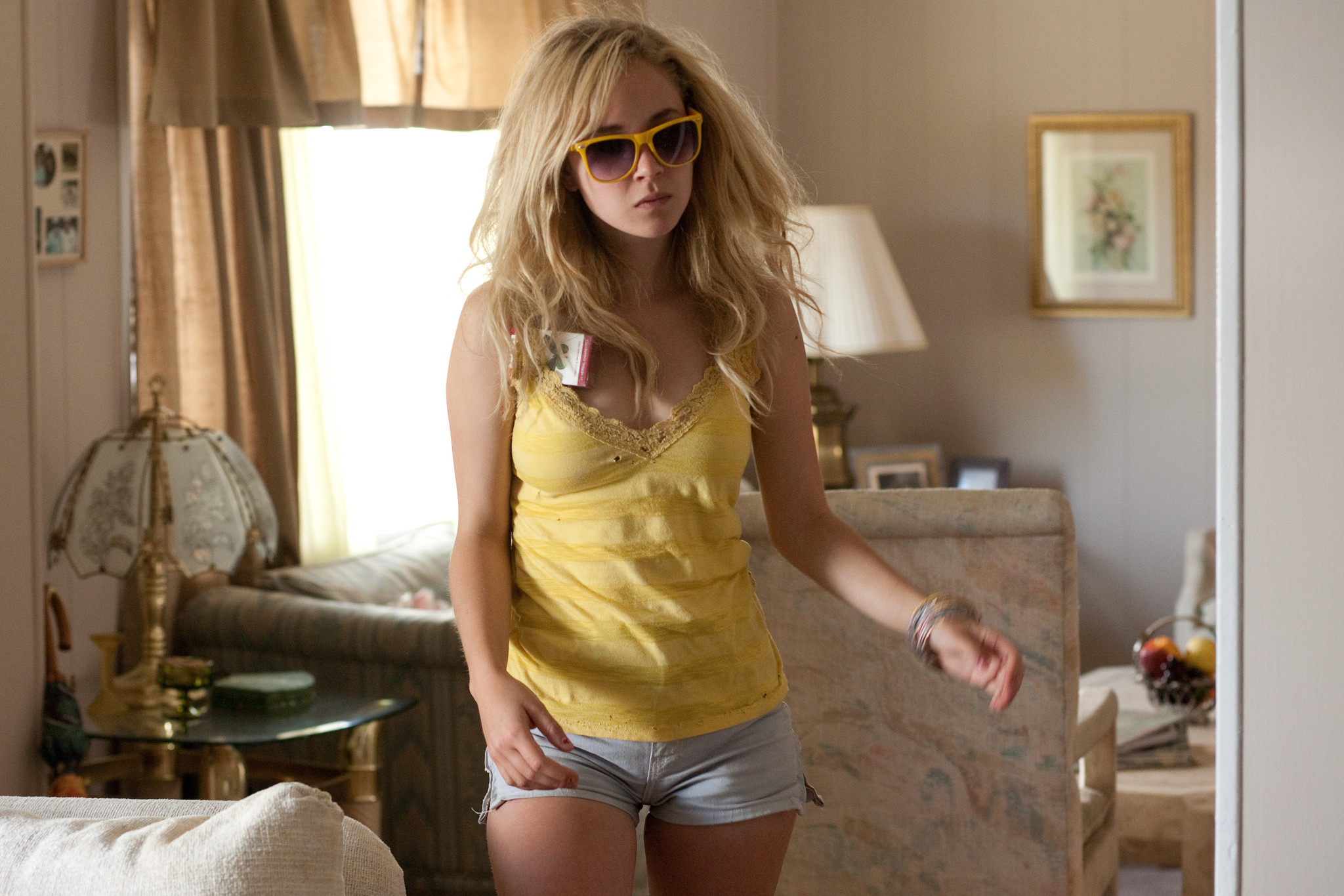 15 New Images from Little Birds with Juno Temple, Leslie