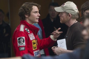 Daniel-Brühl-and-Ron-Howard-on-set-of-Rush
