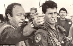 Tony Scott and Tom Cruise on the Top Gun set 585x370 The Movie Legacy that Tony Scott has Left Behind