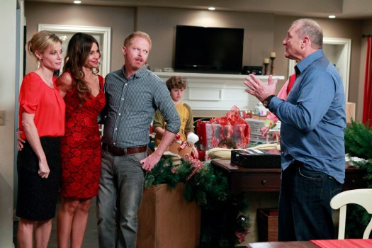 Exclusive Featurette   Go Behind the Scenes of Modern Family: Season 3