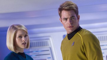 Alice-Eve-and-Chris-Pine-in-Star-Trek-Into-Darkness