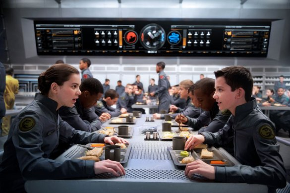 Hailee Steinfeld and Asa Butterfield in Enders Game 585x389 First Look Image: Hailee Steinfeld in Enders Game