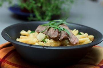 Estragon-Pasta-mit-Spargel-und-Entrecote-