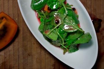 brunnenkresse-basilikum-salat-mit-tamarillo