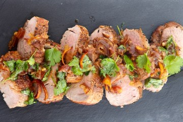 glasiertes-schweinefilet-mit-dattel-koriander-relish