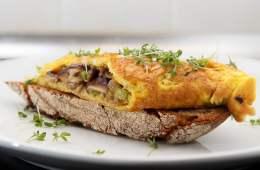 shiitake-omelett-auf-bauernbrot