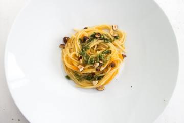 spaghetti-moehrenpesto-haselnuss-petersilien-pesto