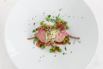 lamm-koteletts-sauce-vierge-gruene-erbsen