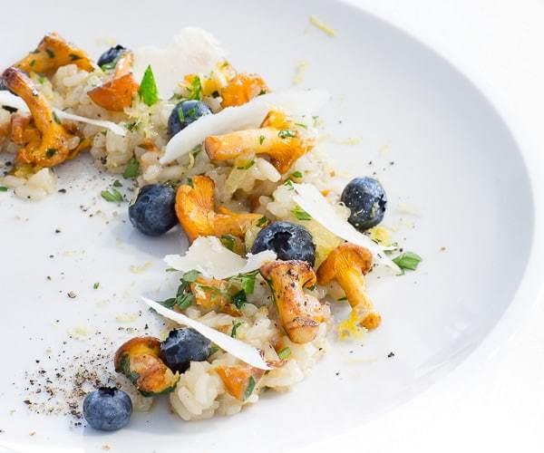pfifferling-risotto-heidelbeeren-parmesan-2