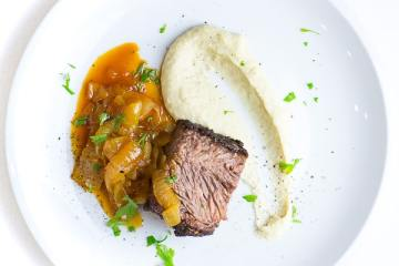 beef-brisket-bohnenpueree-bierzwiebeln_thumbnail