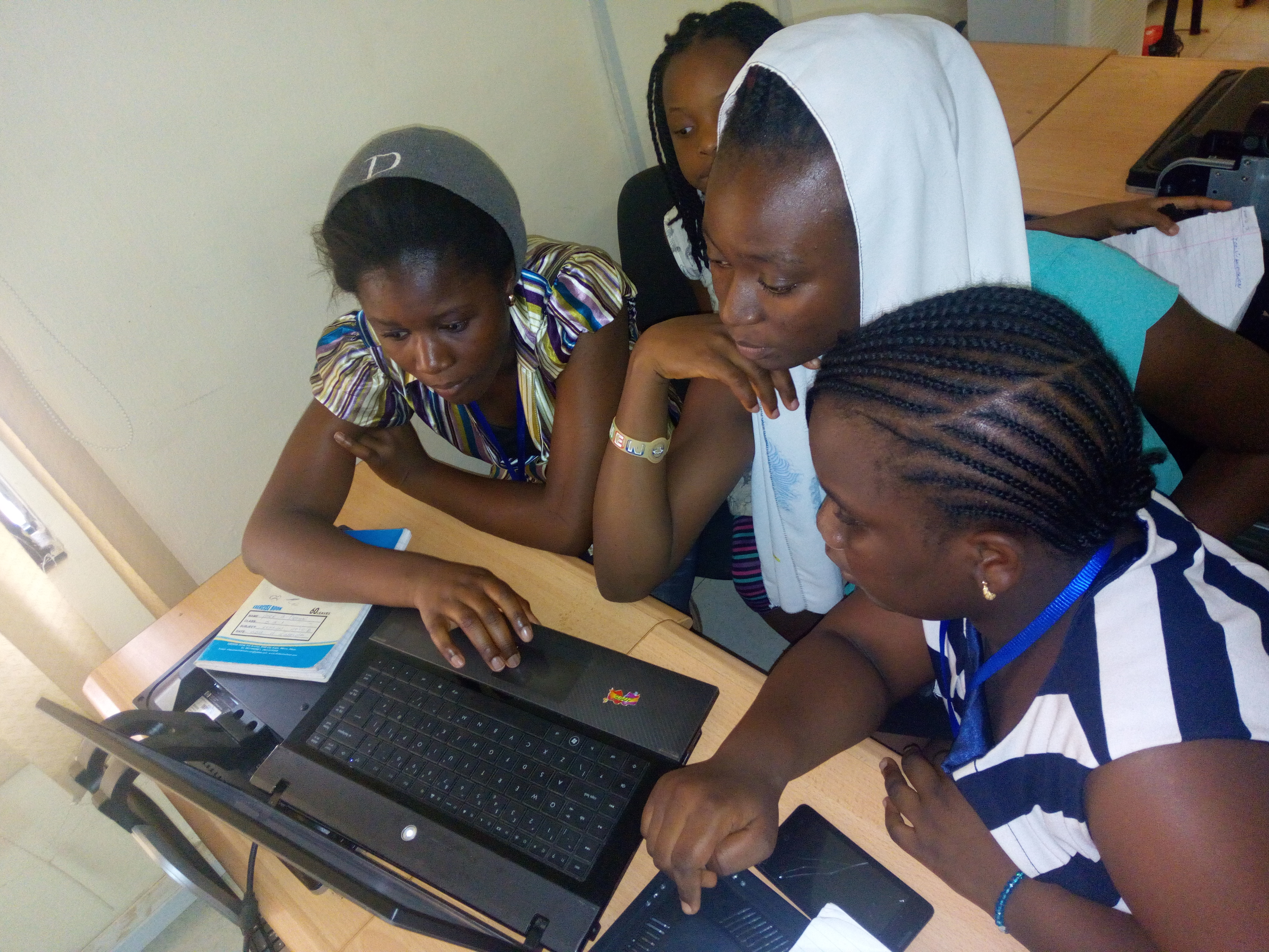 Girls learning to BLOG