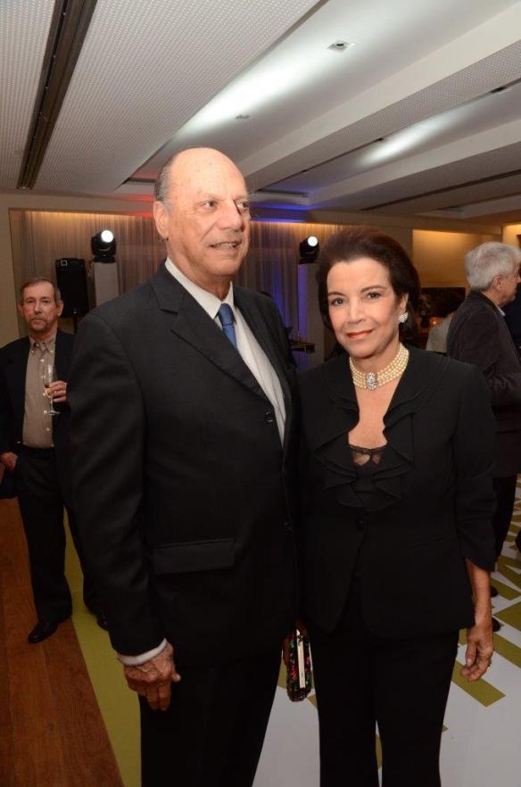 jnRodrigo de Lacerda Soares e Angela Brant