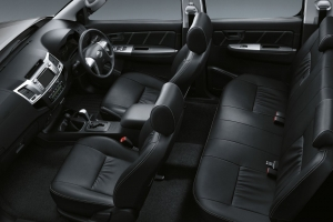 2014-Toyota-Hilux-Invincible-Interior-hiluxmotors