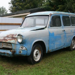 105E Anglia van at Hinds Classics