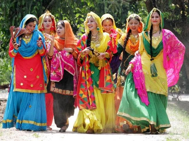 Lahore Punjab College Girl Wallpaper Our Roots Give Us Strength Punjab Hindustan Times
