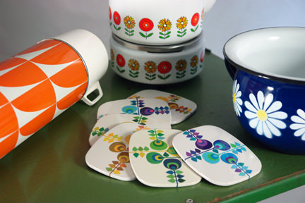 selection of vintage homewares including an orange & white Thermos vacuum flask, Worcesterware coasters, enamel chamber pot and Siegwerk kettle