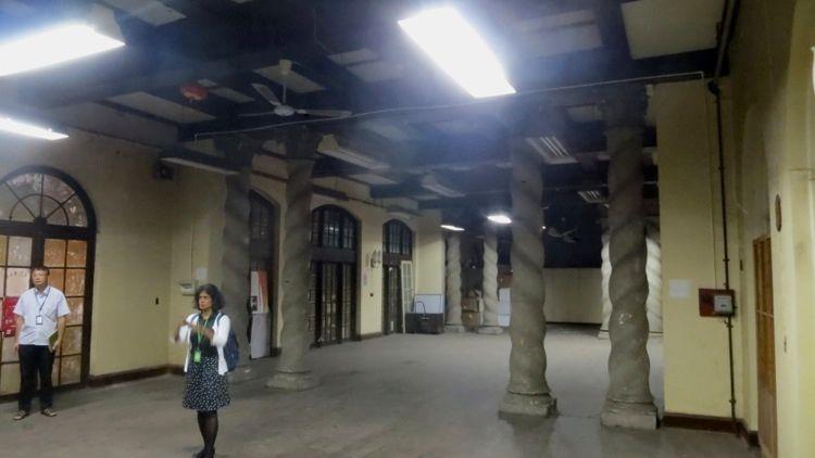 Room, Italianate columns