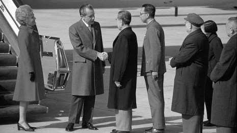 Nixon_shakes_hands_with_Chou_En-lai