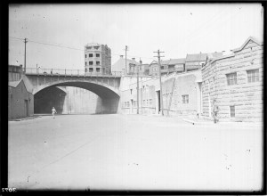 Photo courtesy of State Records NSW - Hickson Road looking west. The building on the right was the Sydney Harbour Trust/Maritime Services Board maintenance garage. The Palisade Hotel can be seen above the Munn Street bridge